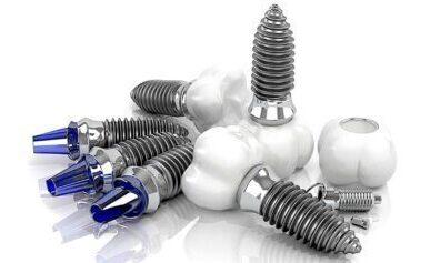 豊富な種類(10メーカー12種類)から最適なインプラント体を選択